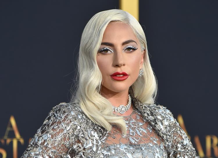 Леди Гага откровенно рассказала об изнасиловании и беременности в 19 лет