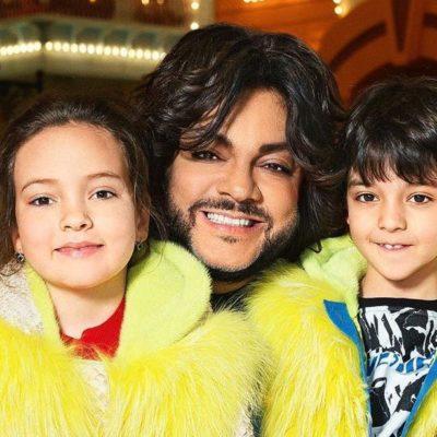 Филипп Киркоров с детьми улетел на отдых в Грецию