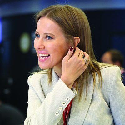 Ксения Собчак назвала цену роскошного платья Алины Кабаевой