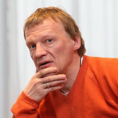 Алексей Серебряков просит фанатов помочь в разоблачении мошенников